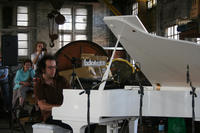 "Anthony Pateras performing on a prepared piano in the Junee Railway Roundhouse workshop  © Bestimmte Rechte vorbehalten von <a href=""http://www.flickr.com/photos/infetel/"">bureau.infetel </a>"