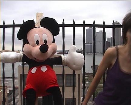Carola Lehmann: Mickey Mouse im Fadenkreuz – über das diffizile Verhältnis zwischen Kunst und Politik in den USA