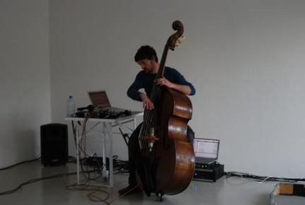Klaus Janek(double bass) AttributionNoncommercialShareAlike  Some rights reserved by echolot / badabum