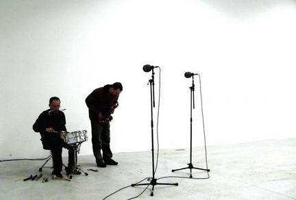 jean luc guionnet / seijiro murayama by jolimatin. 09th feb 2008 art gallery Passerelle Brest, Britanny, France